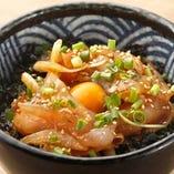 切れっぱし魚のピリ辛ユッケ小丼