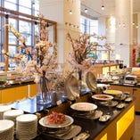 約50種類の和洋メニューが並ぶ朝食ブッフェ
