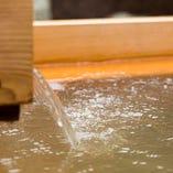 ホテル敷地内から湧き出る「神戸六甲温泉」