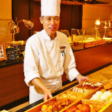 ブーランジェリーシェフが毎日早朝から焼き上げる香ばしいパン 特に本場仕込みのドイツパンがおすすめです