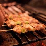 【炭火焼き鶏】 備長炭でじっくり焼き上げたジューシーな味わい