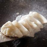 三田ポーク×丹波あじわい鶏餃子。隠し味には丹波の黒豆味噌!