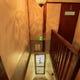 ちょっと急な階段。お気をつけてお帰り下さいませ。