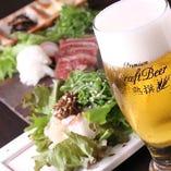 ビールは【プレミアム熟撰】 クリーミーな泡が和食に合う。