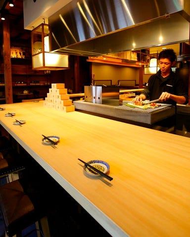 鮮魚と炉端焼き 魚丸  店内の画像