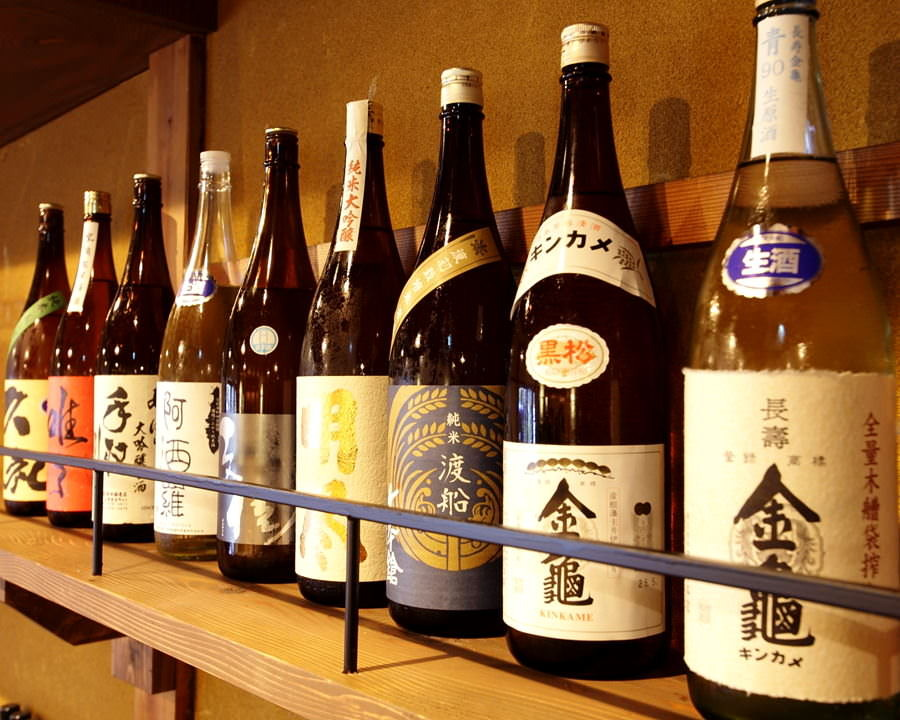 地酒を含む酒屋厳選の25種以上を完備