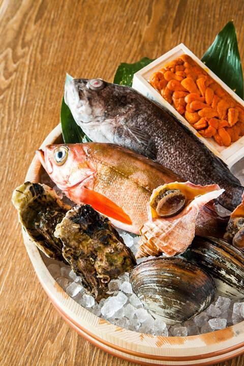新鮮な鮮魚と、名物カツオの藁焼き。