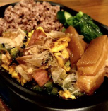 琉球弁当900円(税込み)沖縄料理の定番!ゴーヤチャンプルーとラフテーのセットになります♪高知県産無農薬玄米使用。