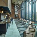 【店内】 杜の美しさとモダンさが調和したスタイリッシュな空間