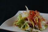 イタニコのサラダ「インサラータ」。バルサミコドレッシングでさっぱり召し上がれ♪