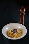 ローマ伝統!こだわり卵のカルボナーラ。シェフこだわりのカルボナーラ!絶品です♪