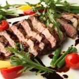 専属シェフの料理はカラオケとは思えないクオリティにて提供いたします。