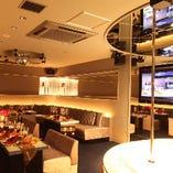 35名様部屋【GOLKAルーム】ステージ、映像モニター2台設置