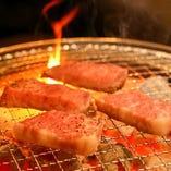 炭火で香ばしく焼き上げたお肉をご堪能ください
