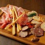 イタリア産お肉の前菜盛り合わせ【イタリア】
