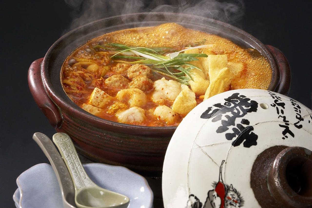 名古屋赤味噌と赤唐辛子の絶妙なお鍋