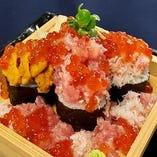 【北海こぼれ寿司】うに・いくら・カニが入った贅沢なお寿司です