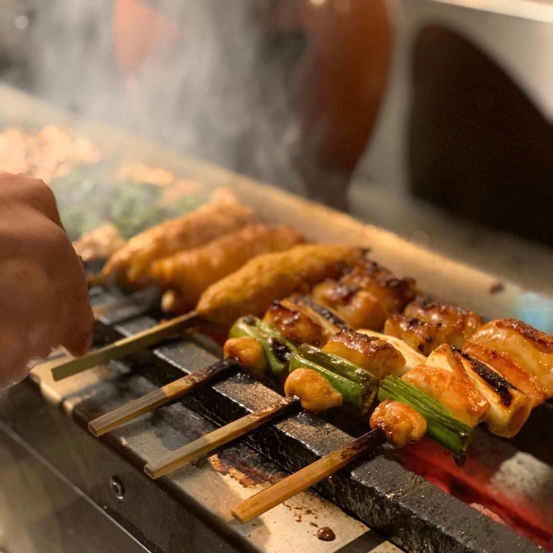 自慢の焼鳥や鉄板料理が詰まった お得コースは4000円〜!
