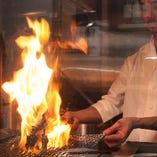 炭火で焼き上げる地鶏は絶品です。