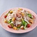 有機野菜使用。みずみずしさ溢れるサラダ。