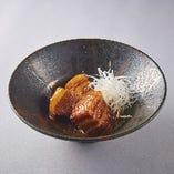 豚角煮など焼酎に合う逸品多数ご用意。