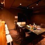 南国バリ・和をイメージしたカラオケ付個室は2部屋。