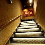 ◎入り口階段 間接照明がきれいに灯る階段