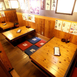 ◎小上がり掘りごたつ席(右奥) 4名×3テーブル。2名様でもご利用可能です。