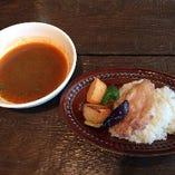 サラダ+パスタ or パエリア or スープカレー(下記よりチョイス)+カフェ