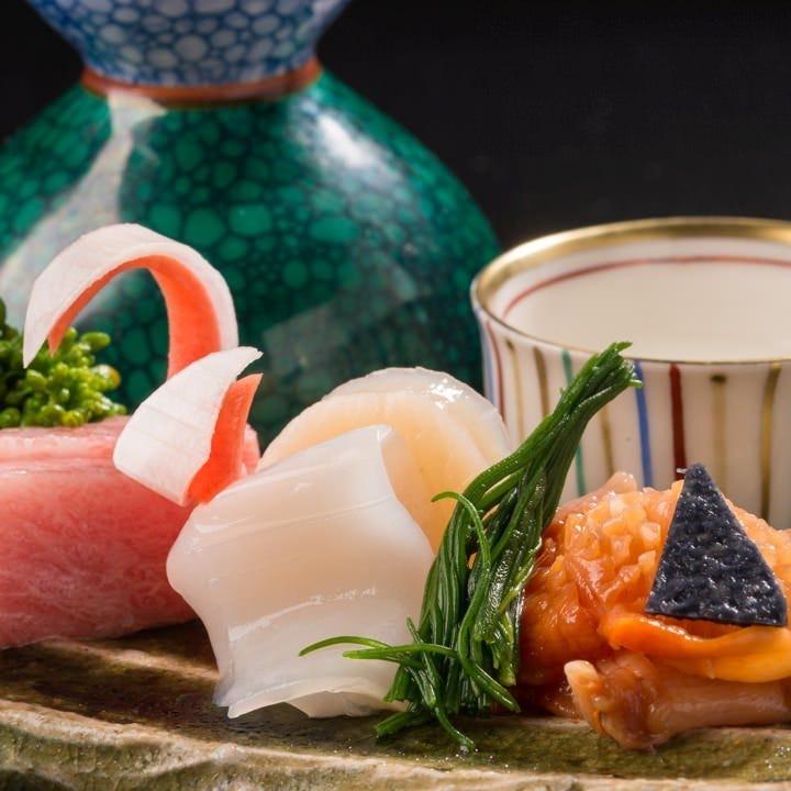 佐渡沖の新鮮な魚介類を毎日仕入れる