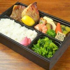 和食の料理人手作り弁当【旬魚焼き物(あこう鯛麹焼き)】