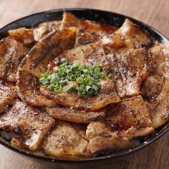 しび辛豚丼(味噌汁付き)