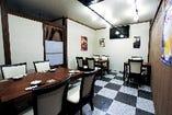 1Fテーブル席で2名様~20名様の個室が可能!