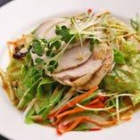 金の鶏 棒々鶏サラダ
