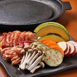 地鶏や京もち豚を使った陶板焼きを楽しめるコースも♪