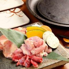 地鶏の盛り合せ三種盛(もも肉・せせり・ずり)/五種盛(もも肉・むね肉・やげん・砂ずり・ハート)