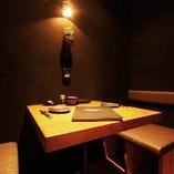 優しい光に包まれて大人の空間を 演出する個室は全9部屋