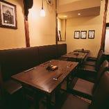 広々とした空間にゆったりと配置されたテーブル席は、普段使いのお食事はもちろん、デートや記念日、各種ご宴会など様々なシーンでご利用いただけます。