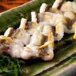 「穴子の白焼き」旨みを引き出す絶妙な加減で焼き上げた白焼きは、穴子の美味しさをご堪能いただけます。