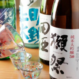 日本全国各地から仕入れた厳選日本酒の数々。