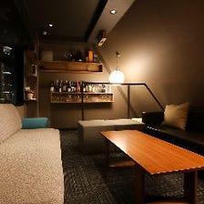 夜景の見えるソファ個室