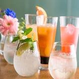 ワインやカシスなどをベースとしたカクテルは9種類。女子会でも人気です