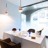 少人数でもご利用いただけるカジュアルな雰囲気のテーブル個室