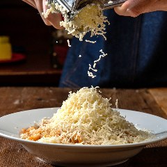 ラクレットチーズの濃厚ミートパスタ