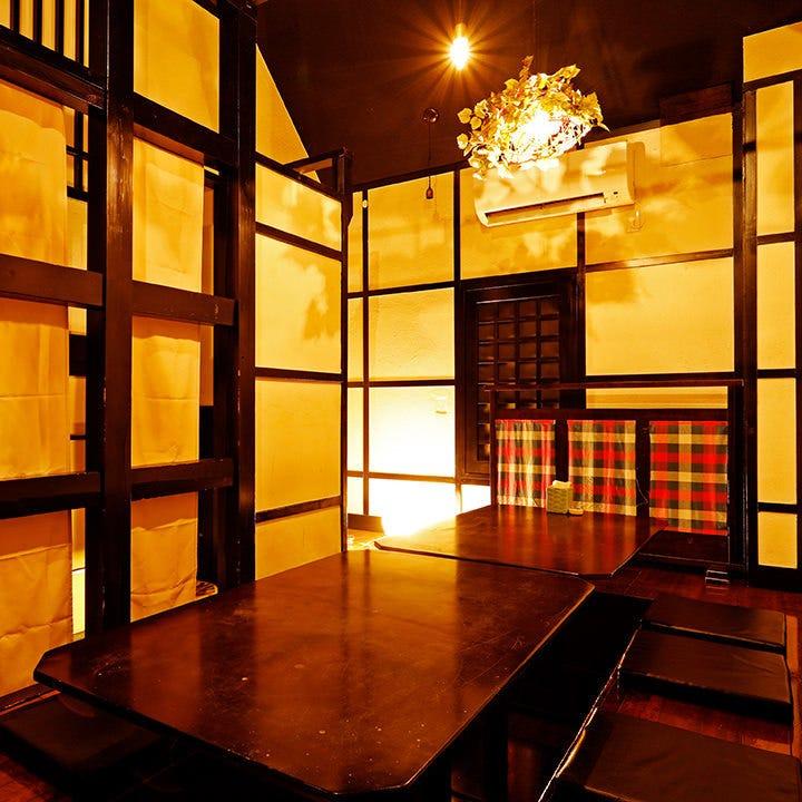 宴会や女子会、お子様連れにも最適な12名様までの個室を完備
