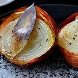 玉ねぎの丸ごとグリル焼き