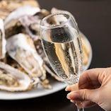 自慢の牡蠣や料理にピッタリのワインを各種取り揃えています