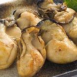 広島の名物『牡蠣』も鉄板焼でお召し上がりください。じぞう通りはコース料理も充実♪