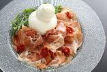 ジョバンニのブラータチーズとサンダニエーレ産生ハムの至高の組み合わせ