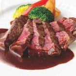 こだわりグリルの熟成肉。コース・単品共にご注文いただけます。